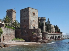 Château de la Napoule - English: Sight of the château de la Napoule castle, in Mandelieu-la-Napoule near Cannes on the French Riviera, in Alpes-Maritimes.