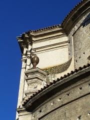 Ancienne abbaye de Saint-Pons, actuellement hôpital Pasteur - Français:   Détail du fronton de l\'église de l\'abbaye de \