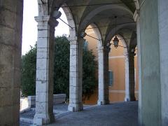 Ancienne abbaye de Saint-Pons, actuellement hôpital Pasteur - Français:   Portique de l\'église de l\'abbaye de \