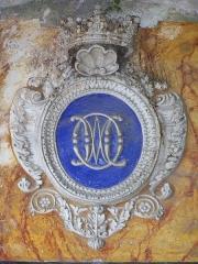 Ancienne abbaye de Saint-Pons, actuellement hôpital Pasteur - Français:   Stuc portant le blason de l\'ordre religieux catholique romain des \