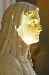 Cathédrale Sainte-Reparate - Effet de lumière sur une sculpture de l'Intérieur de l'Église Saint-Jacques-le-Majeur_Nice (Rue Droite dans le Vieux-Nice, Alpes-Maritimes, Sud de la France).