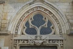 Eglise Saint-Pierre-et-Saint-Paul - Deutsch: Katholische Kirche Saint-Pierre-Saint-Paul in Balignicourt im Département Aube (Champagne-Ardenne/Frankreich), Maßwerk über dem Eingang