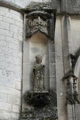 Eglise - Deutsch: Katholische Kirche St-Pierre-St-Paul in Dampierre im Département Aube (Champagne-Ardenne/Frankreich), Skulptur am Portal