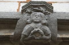 Eglise Saint-Amand - Deutsch: Katholische Kirche Saint-Armand in Donnement im Département Aube (Champagne-Ardenne/Frankreich), Portal, Relief eines Engels am Türsturz