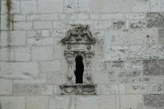 Eglise Saint-Pierre-ès-Liens - Deutsch: Kirche Saint-Pierre-ès-Liens (St. Peter in Fesseln) in Ervy-le-Châtel im Département Aube (Champagne-Ardenne/Frankreich), Fenster mit Renaissancedekor und der Jahreszahl 1623