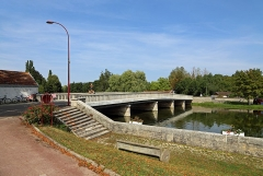 Pont sur la Seine - Nederlands: Fouchères (departement Aube, Frankrijk): de brug over de Seine