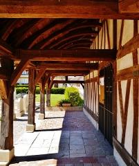 Eglise - Deutsch: Vordach der Kirche St. Julien l'Hospitalier & St. Blaise, Longsols, Département Aube, Region Champagne-Ardenne (heute Großer Osten), Frankreich