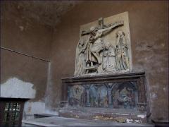 Eglise Saint-Pierre -  Mussy-sur-Seine (Aube, France), église St Pierre-es-Liens, retable et haut-relief de la Descente de Croix en pierre polychromiée; seul ce dernier est classé M.H.