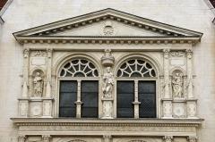 Eglise Saint-André -  Sculpture ornant le portail de l'église de Saint André Les Vergers (10)