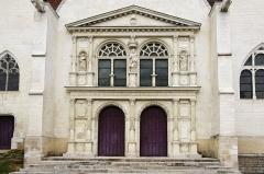 Eglise Saint-André -  Les portes ornées de sculpture de l'église de Saint André Les Vergers (10)