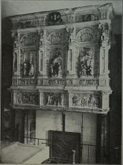 Abbaye Saint-Loup - Français:   ancienne vue du musée, cheminée provenant de l\'ancien hotel de Chapelaine.