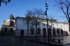Eglise Saint-Nicolas - vue de l'Église Saint-Nicolas et de la bourse du travail de Troyes.