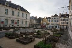Hôtel-Dieu - Français:   de l\'Hôtel-Dieu de Troyes.