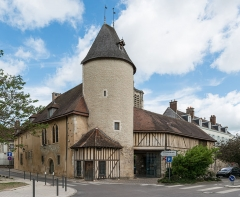 Hôtel du Petit Louvre - English: The Hôtel de Petit Louvre in Troyes, a notable building of the city as seen from south