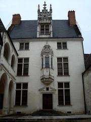 Hôtel des Ursins -  Hôtel Juvénal des Ursins, rue Champeaux, Troyes (Aube, France). Construit en 1524. Façade avec oriel décoré.
