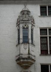 Hôtel des Ursins -  Oriel (fenêtre en avancée) sur la façade de l'hôtel Juvénal des Ursins (1524), rue Champeaux à Troyes (Aube, France).