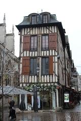 Maison - Français:   Maison, 2 rue Molé, Troyes.