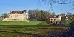 Château - English: Château de Vendeuvre-sur-Barse avec son orangerie et son colombier