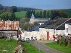 Eglise -   Aouste (Ardennes, France) -    La route départementale D 36 entrant par le Sud dans la localité.