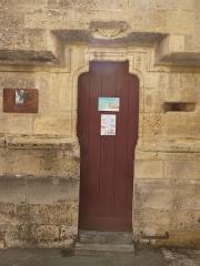 Eglise - Français:   Charbogne (Ardennes, France); église Saint-Rémi: la porte.