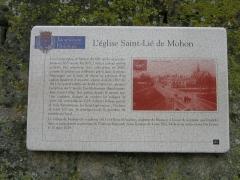 Eglise Saint-Lie de Mohon - Français:   Plaque sur partie gauche du portail de l\'église Saint-Lié de Mohon, Departement des Ardennes