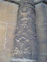 Eglise Saint-Lie de Mohon -  Église Saint-Lié de Mohon, détail colonne gauche du portail