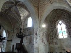 Eglise Saint-Léger - Français:   L\'église Saint-Léger est l\'une des trois églises de la commune de Monthermé et est dédiée à  Saint-Léger. Vue d\'ensemble des fresques avec de gauche à droite: Fuite en Egypte, Saint Michel, Crucifixion et Arbre de Jessé, ces deux dernières classées M.H..