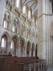Eglise abbatiale Notre-Dame - Au dessus du banc chanoines Abbatiale Mouzon Ardennes France