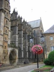 Eglise abbatiale Notre-Dame - Contrefort nef  cote sud Abbatiale Mouzon Ardennes France