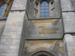 Eglise abbatiale Notre-Dame - Differences de couleur entre les pierres (indice de la restauration) Abbatiale Mouzon Ardennes France