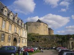 Château-Bas, à l'entrée de la citadelle - Français:   Château bas aussi appelé maison des princes ou du gouvernement de Sedan.