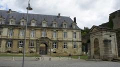 Château-Bas, à l'entrée de la citadelle - Français:   Vue depuis la place du château .
