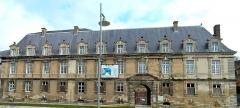 Château-Bas, à l'entrée de la citadelle - Français:   Sedan - Château Bas - Façade sur la place