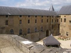 Château-haut - English: Inner courtyard of the Château de Sedan