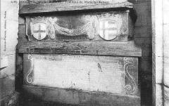 Couvent des Capucins Irlandais , puis hôpital militaire - Français:   Vue du Tombeau_du maréchal de_Fabert, gouverneur de Sedan, qui se trouvait dans_l\'hôpital_militaire de la ville .
