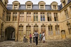Maison dite du Gros Chien - Français:   La Cour des têtes