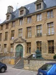 Maison dite du Gros Chien - Français:   Perron à double volée droite donnant accès à la Maison du Gros Chien, Sedan, Ardennes, France.