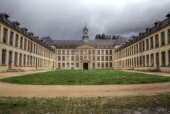 Ancienne manufacture royale de draps dite le Dijonval - Français:   Cour intérieure de l\'ancienne manufacture Royale de draps Le Dijonval