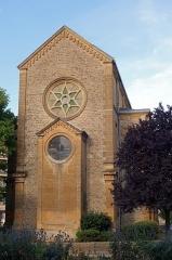 Synagogue - Français:   SEDAN Synagogue —côté ouest, niveau Arche Sainte ou Aron Kodesh et étoile de David—, bâtie en 1878, avenue Philipoteaux sur sa partie ayant changé de nom pour s\'appeler rue de Verdun après la 1ère Guerre Mondiale.