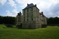 Château, parc et grange aux dîmes - Français:   Château de Thugny-Trugny.