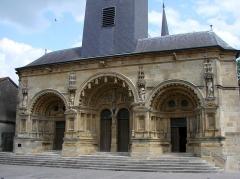 Eglise Saint-Maurille -  Eglise Saint-Maurille, Vouziers, Ardennes. Son portail Renaissance (milieu XVIème) est très particulier.