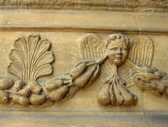 Eglise Saint-Maurille -  Eglise Saint-Maurille, Vouziers, Ardennes. Son portail Renaissance (milieu XVIème) est très particulier.Détail du décor.