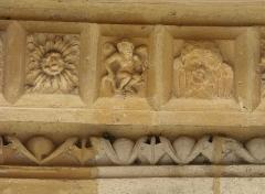 Eglise Saint-Maurille -  Eglise Saint-Maurille, Vouziers, Ardennes. Son portail Renaissance (milieu XVIème) est très particulier.Détail des voussures.