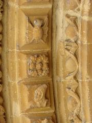 Eglise Saint-Maurille -  Eglise Saint-Maurille, Vouziers, Ardennes. Son portail Renaissance (milieu XVIème) est très particulier.Détail des voussures montrant une chauve-souris.