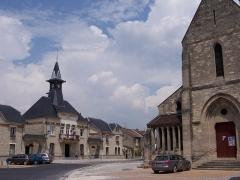 Eglise (ruines) - English: Central place of Betheny, Marne (Champagne), France, with the church and the town hall