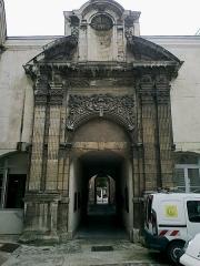 Hôtel Dubois de Crancé -  Marne Chalons-En-Champagne Passage Henri-Vendel Portail Eglise Saint-Loup 21062016