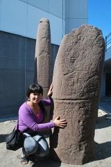 Maisons canoniales - Türkçe: Tuva'da Eski Türk Yazıtı ve Tuva kızı