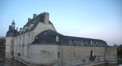 Château - Deutsch: Schloss Etoges Hauptgebäude Seitenansicht