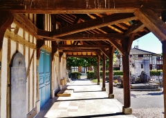 Eglise - Deutsch: Vordach der Kirche St. Nikolaus, Outines, Département Marne, Region Champagne-Ardenne (heute Großer Osten), Frankreich