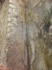 Forum romain (vestiges de l'ancien) - English: Cryptoportique Reims, détail d'un mur avec les rest d'une_fresque sur le stuc et le petit appareil du mur.